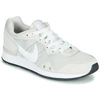 Obuća Žene  Niske tenisice Nike VENTURE RUNNER Bež / Bijela