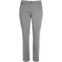 Odjeća Muškarci  Chino hlačei hlače mrkva kroja NeroGiardini P870105U Siva