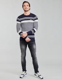 Odjeća Muškarci  Puloveri Guess LONDON EMBOSSED STRIPED CN Bijela