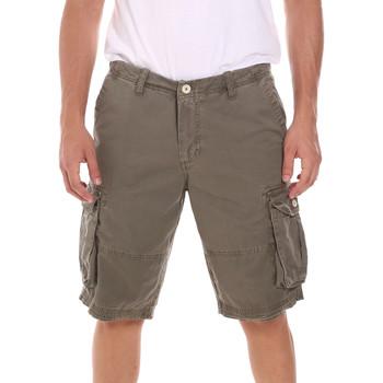Odjeća Muškarci  Bermude i kratke hlače Gaudi 111GU25042 Zelena