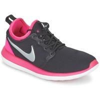 Obuća Djevojčica Niske tenisice Nike ROSHE TWO JUNIOR Crna / Ružičasta